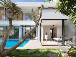 l shaped house designed to have the park with eucalyptus trees