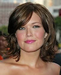 hairstyles for women in their 40s love her hair style and color