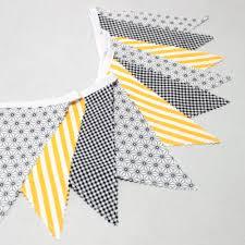 fanion deco chambre guirlande fanions graphique style scandinave noir et jaune déco