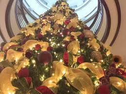 home christmas decor when the season is over we ll come back remove all lights and decor and do a thorough inspection of your property leaving it exactly as we found it