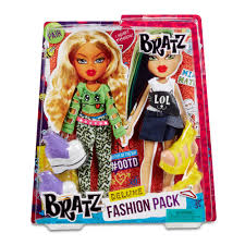 bratz deluxe fashion pack assortment 13 00 hamleys bratz