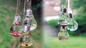 neat crafts you can make by using light bulbs