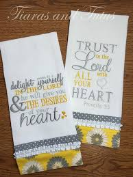 Machine Embroidery Designs For Kitchen Towels by 1661 Best Dish Towels Images On Pinterest Tea Towels Dish