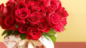 Womens Holidays by Flowers Beautiful Red Roses Holidays International Womens Day