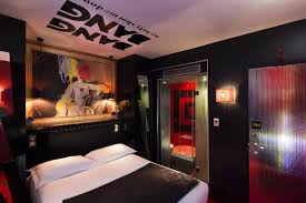 hotel chambre a theme vice versa hotel rooms for 7 deadly sins