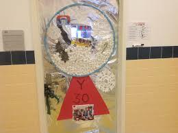 3d christmas door decorating contest winners
