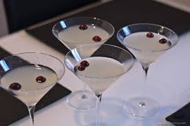 martini cranberry winter white cosmo inspired by bonefish grill apéritif friday