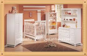 chambre bébé pin massif bois pour bébé lit berceau pin massif avec tiroir lit à barreaux