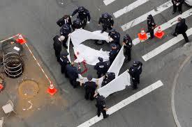cops gun down knife wielding man in midtown ny daily news