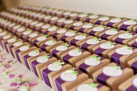 wedding favors for guests choosing the wedding favors