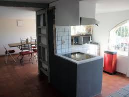 salle a manger provencale grande maison provençale avec piscine privée vue mer bouches du