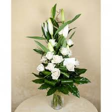white lillies white lilies white roses bouquet of 5 lilies and 12 roses