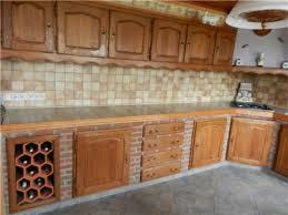 cuisine en brique mur en brique noir dans cuisine style contemporain concernant