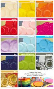 piatti e bicchieri di plastica colorati monouso in carta e cartoncino linea