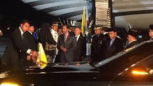 sultan hassanal bolkiah brunei sultan bolkiah arrives for asean summit state visit