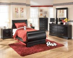 Signature Bedroom Furniture Ledelle Poster Bedroom Set With Tall Headboard Posts In Brown