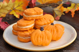 pumpkin macarons recipe tutorial and printable template