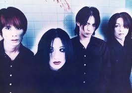 plastic tree 集合 4人 横型 上半身 衣装黒 背景白 血 2lサイズ