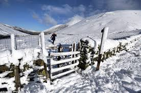 uk weather forecasters warn of 15c temperatures as snow causes