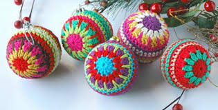 crocheted christmas christmas crocheted baubles free crochet pattern