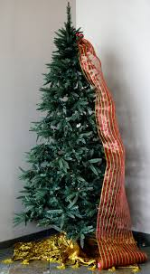 tree decorating with mesh ribbon outlet