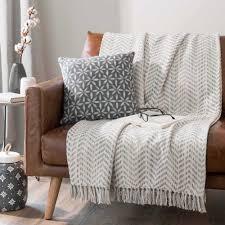 grand jeté de canapé grand jeté 100 coton chevrons gris à franges 240x270 cm sveltan