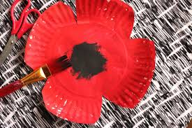 paper plate poppy craft for preschool happy hooligans