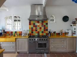 cuisine coloree carrelage cuisine peinture 19 rev tements qui aiment la couleur de