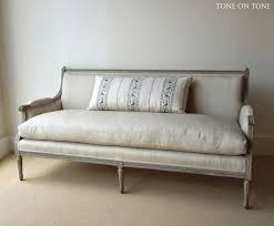 Old Fashioned Sofa Styles Best 25 Antique Sofa Ideas On Pinterest Antique Couch Black