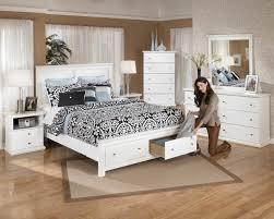 Bedroom Furniture Designs For 10x10 Room Vinilo Flores Cabezal Bright Brown Wooden Laminate Storage Bed