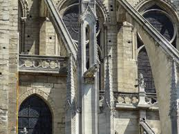 flying buttress file flying buttress roots and gargoyle jpg wikimedia commons