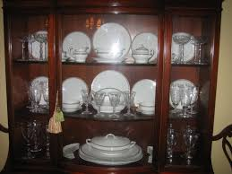how to arrange dishes in china cabinet pin by julissa pecherski on home furniture china cabinet
