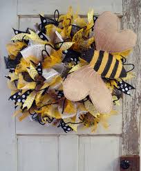 burlap bumblebee deco paper mesh ruffle wreath tutorial trendy