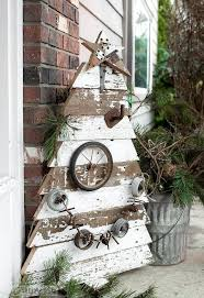 a scroogeless front porch thanks to an old fence christmas tree