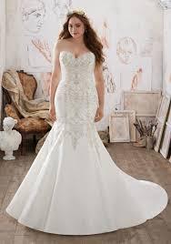 wedding dress for curvy 14 fabulous plus size wedding dresses for 2017 brides weddingsonline