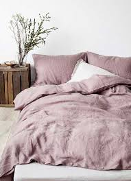 decoration de chambre de nuit déco de chambre avec table de nuit en bois de récup