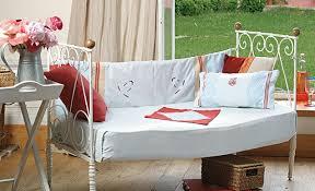 faire un canapé tutoriel couture habiller un canapé réalisé avec lit ancien
