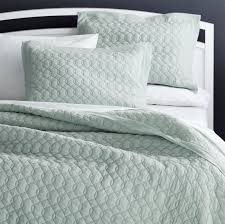 quilts u0026 coverlets king queen full u0026 twin crate and barrel