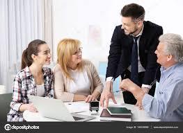 famille bureau famille notaire conseil au bureau photographie belchonock 146156989