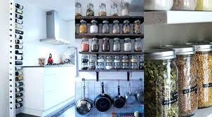 ranger placard cuisine rangement cuisine pratique accrocher rangement placard cuisine