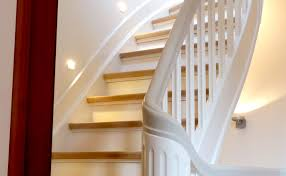 wandgestaltung treppenaufgang ruptos badfliesen braun