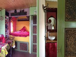 chambre hote insolite la roulotte une chambre d hôtes insolite gîtes et roulottes