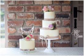 wedding cake newcastle byram photography relaxed wedding