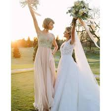 Gifts To Give The Bride From The Maid Of Honor 27 Best Bridesmaids Gifts Inspired By Weddings On Vogue Com Vogue