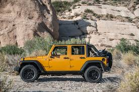 jeep wrangler or jeep wrangler unlimited 2014 jeep wrangler unlimited vs 2014 toyota fj cruiser motor trend