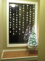 Lighted Christmas Window Decorations by Windows Decorating Windows For Christmas Inspiration 40 Stunning