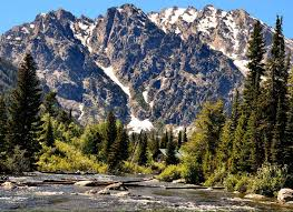 grand teton national park snake river flowing below teton mountain range in grand teton