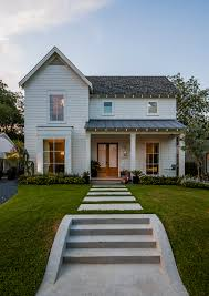 love the classic farmhouse but the cement sidewalk doesn u0027t
