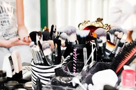 makeup artist tools crown brush what every make up artist needs