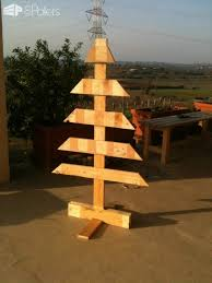 christmas tree pallet 40 pallet christmas trees decorations ideas page 2 of